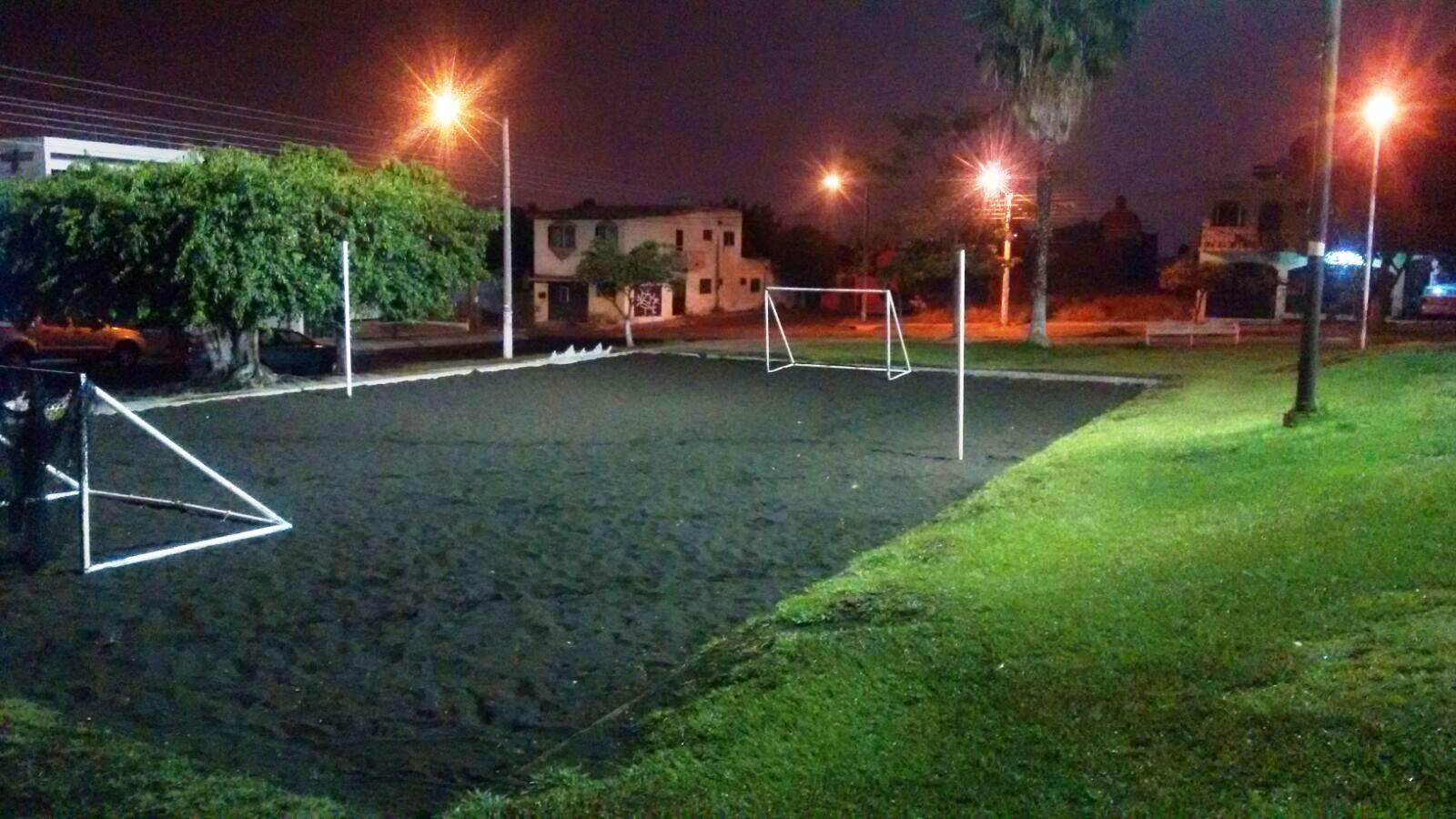 Refuerzan iluminaci n en canchas deportivas del jard n de for Salon villa jardin cuautitlan izcalli