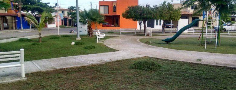 Dan permanente mantenimiento a jardines y reas verdes for Jardin de villa de alvarez